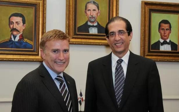 Embajador de Estados Unidos visita al ministro de la Presidencia