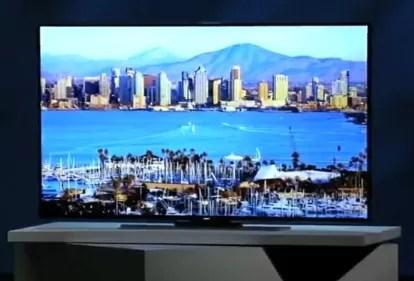 Samsung da a conocer el primer televisor UHD más grande y curvo, de 105