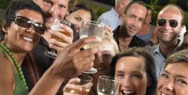 brindis bebida fiesta