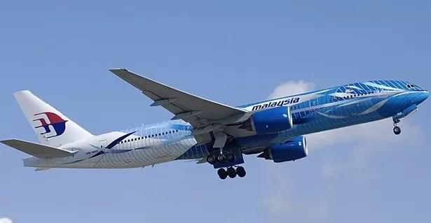 Un avión de pasajeros de Malasia se estrella en el este de Ucrania