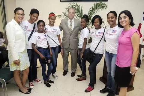 La Embajada de los EE.UU. en RD inicia campamento de inglés gratis para jóvenes