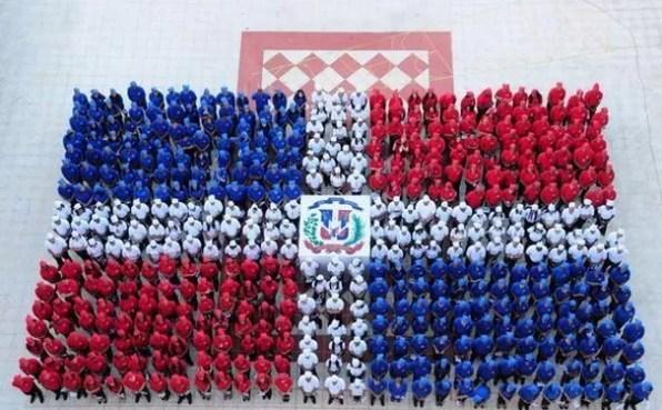 Bandera humana dominicana