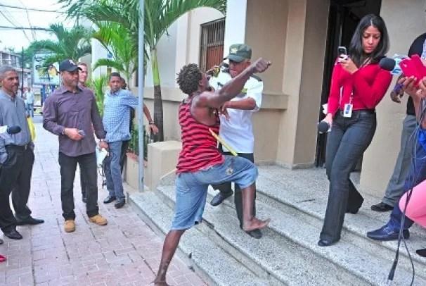 haitiano y vigilante