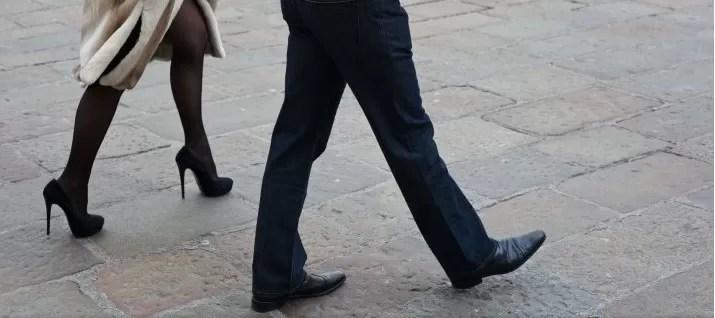 soltero caminar mujer caminando