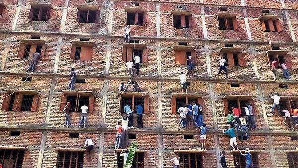 Padres-secundarios-copiarse-examenes-BiharAP_CLAIMA20150320_6854_27