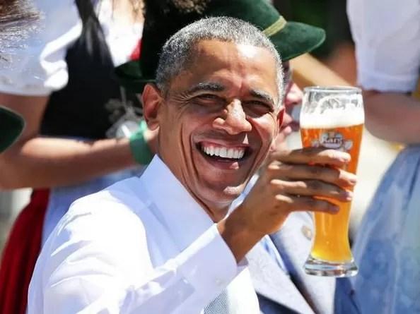 Obama tomando cerveza