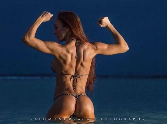 Vanessa de espalda