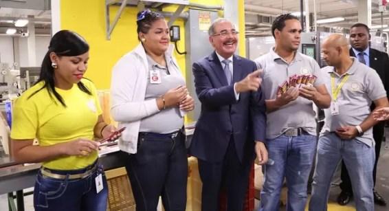 Danilo Medina en fabrica