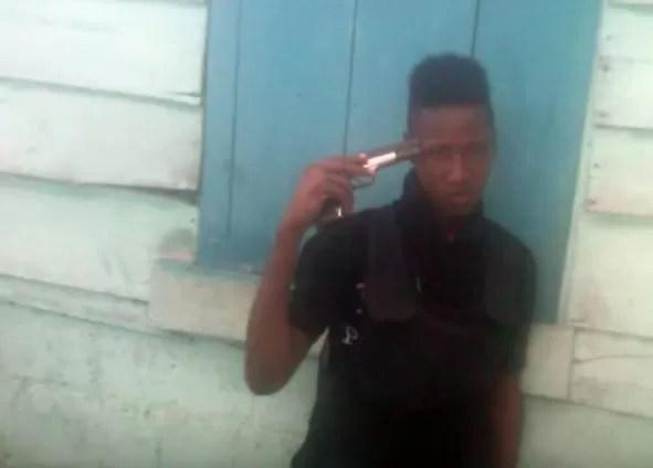 Video: Jugando con una pistola mató a su compadre