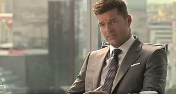 Ricky Martin se convierte en Christian Grey en nuevo comercial