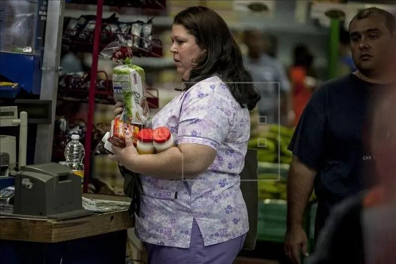 Una familia venezolana requiere de diez salarios mínimos para adquirir la canasta básica