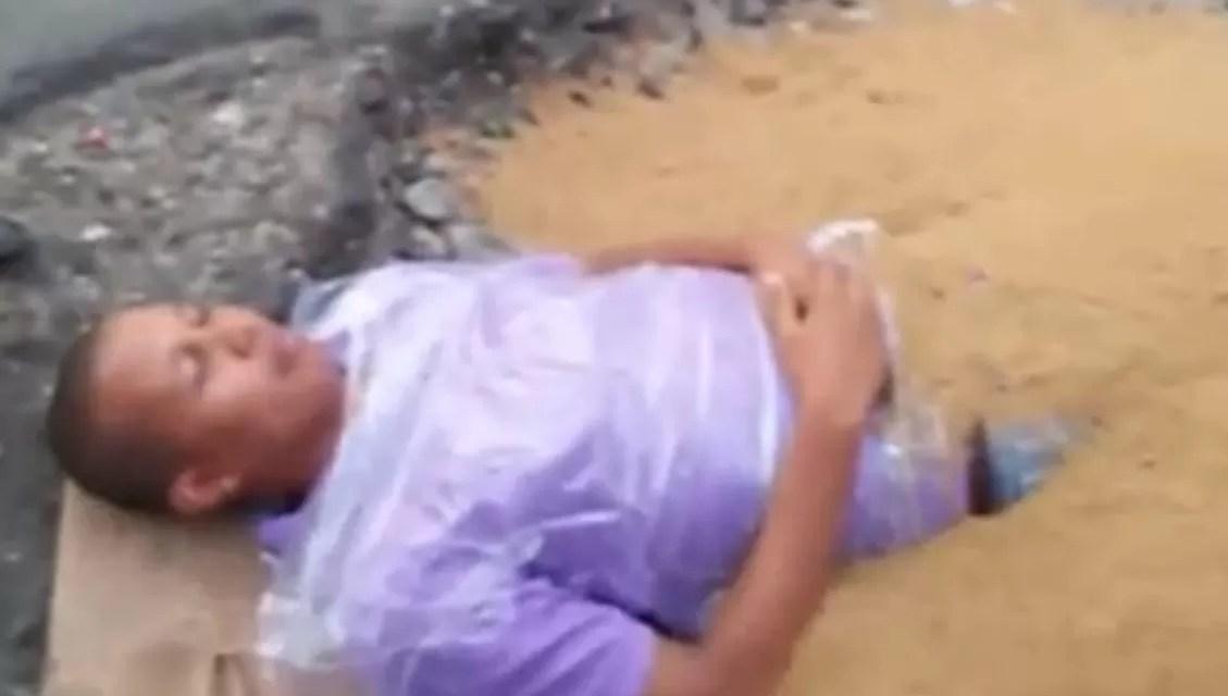 Video: Hombre se «entierra» vivo en hoyo de Herrera