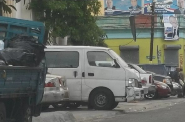 Autobús en el que llevarán a Bianca Hazimy otras reclusas hasta Najayo