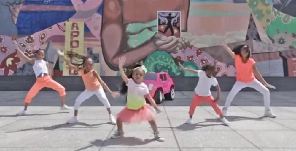 Bailarina de cuatro años de edad se lleva la corona de YouTube en 2015
