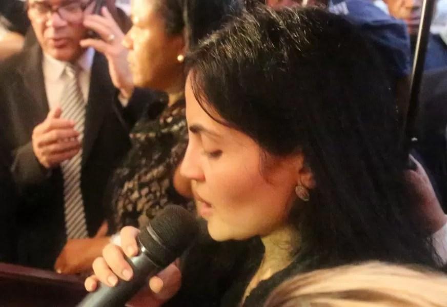 Video: Desgarradora despedida de la viuda de Juan de los Santos