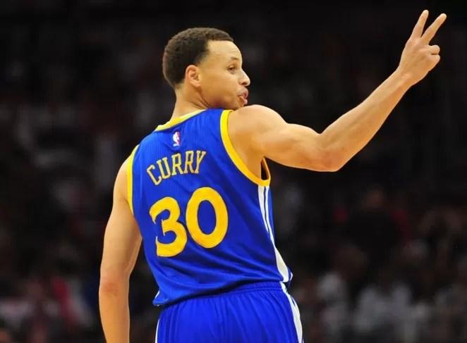 Stephen Curry sigue como líder anotador en la NBA