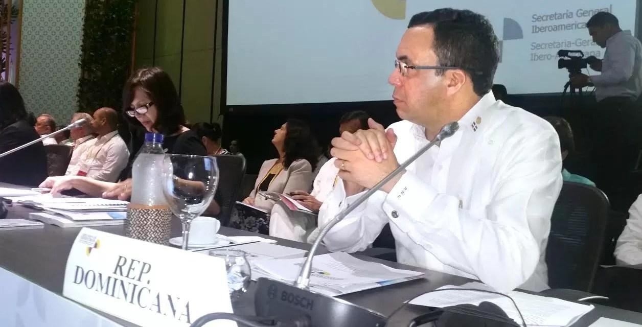 Andrés Navarró dice que Danilo Medina trabaja incansablemente
