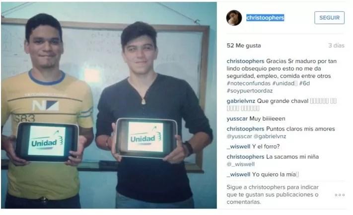 FOTOS: Jóvenes agradecen a Maduro por sus tablets pero le recuerdan porqué no votarán por el chavismo