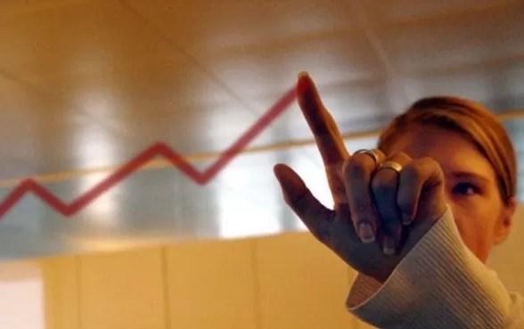 El Gobierno eleva su previsión de crecimiento de la economía al 10 %