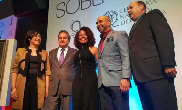 De izquierda a derecha Edilenia Tactuk , Franklin León, Cheddy García, Irving Alberti, Jorge Ramos