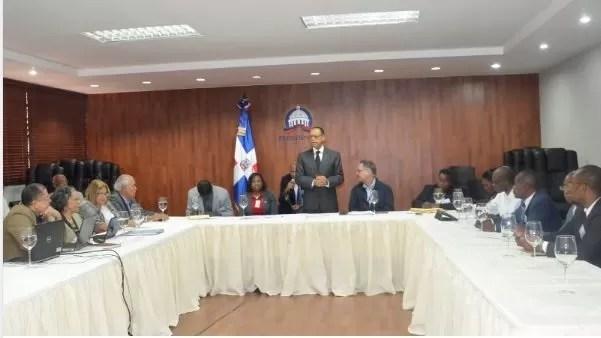 Lidio Cadet con haitianos