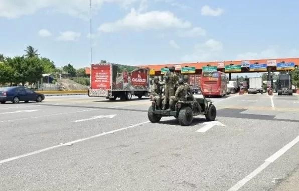 Militares en peaje