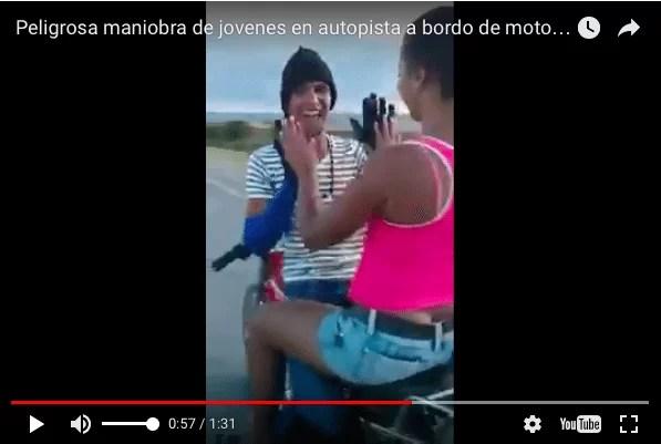 "Video: peligrosa maniobra de ""El loco de Nagua"" a bordo de una motocicleta"