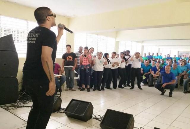 don-miguelo-realiza-fiesta-navidena-a-reclusos-de-vista-del-valle