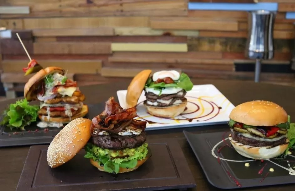 Un  festival de hamburguesas