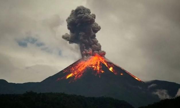 Video: La increíble erupción del volcán 'Reventador' en Ecuador
