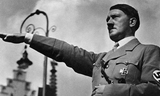 Condenan a un hombre por comparar al presidente de Francia con Hitler
