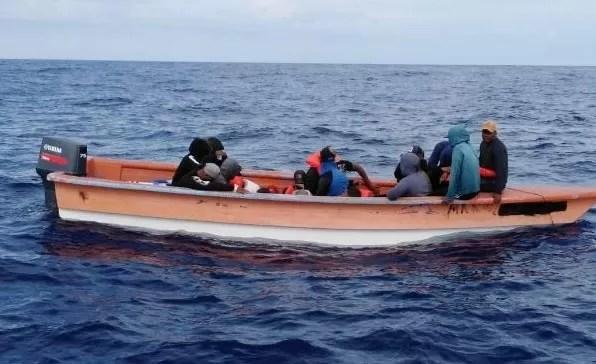 Tras robo millonario, atracadores tratan de abandonar el país en yola