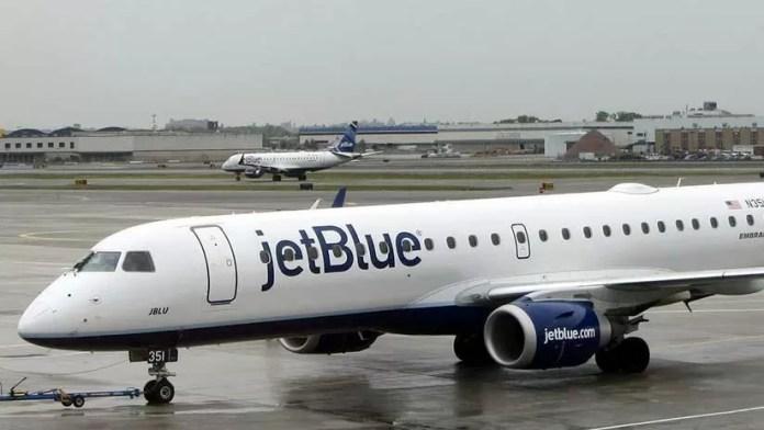 Resultado de imagen para Tratan de emergencia decenas dominicanos viajaban en avión hacia RD