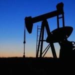 Petróleo sube tras cifras de reservas en EEUU