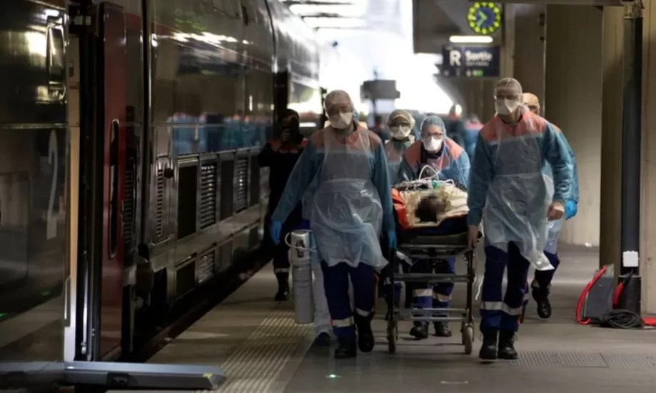 El 85% de los hospitalizados por covid-19 en Francia no están vacunados