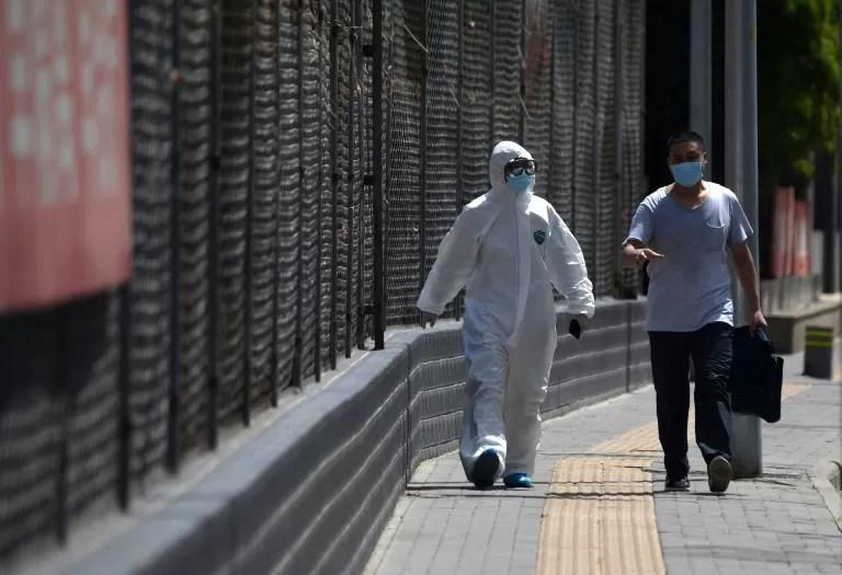 Confinan un vecindario de ciudad del sur de China por brote de coronavirus