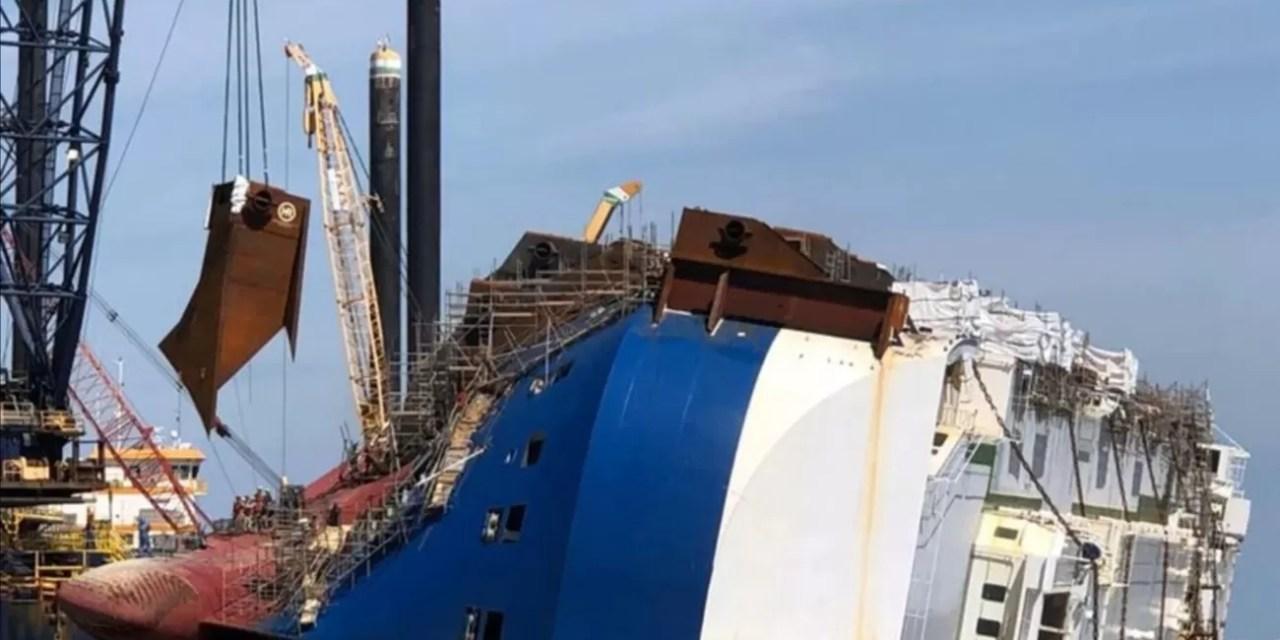 Se hunde un barco con más de 4 mil vehículos Hyundai y KIA en su interior