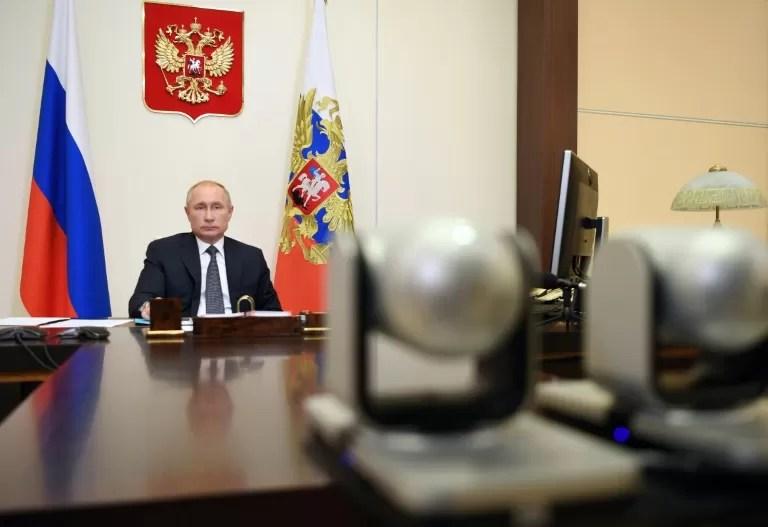 Putin pide a los rusos que se vacunen e invita a los extranjeros a hacerlo en Rusia