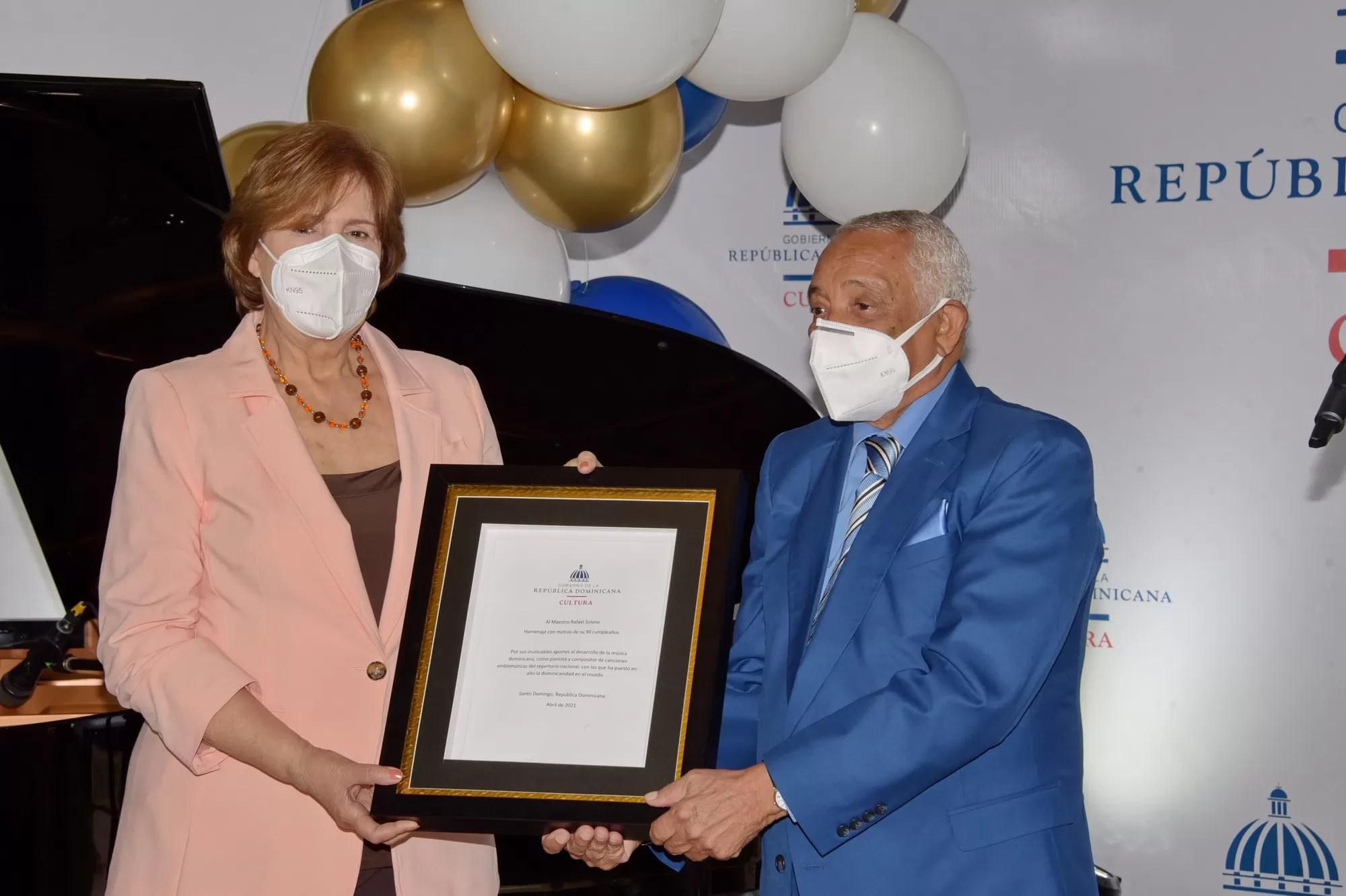 Cultura rindió tributo a la trayectoria de Rafael Solano con motivo de su 90  cumpleaños - Ensegundos.do