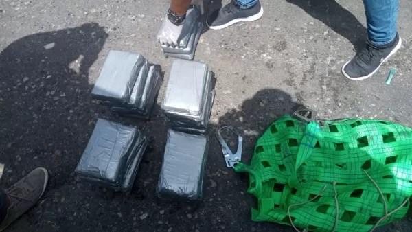 Ocupan 23 paquetes de presunta cocaína escondidos en buque en Puerto de Haina