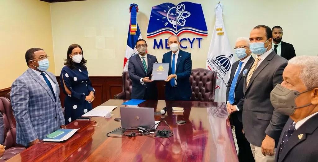 MESCYT y la Universidad de Oxford dotarán de becas a alumnos dominicanos