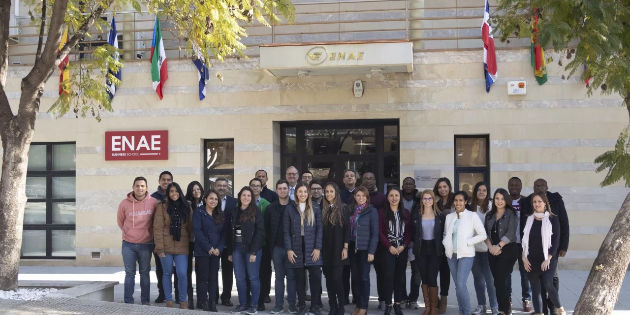 Se extiende plazo de aplicación para becas de maestrías de negocios en España
