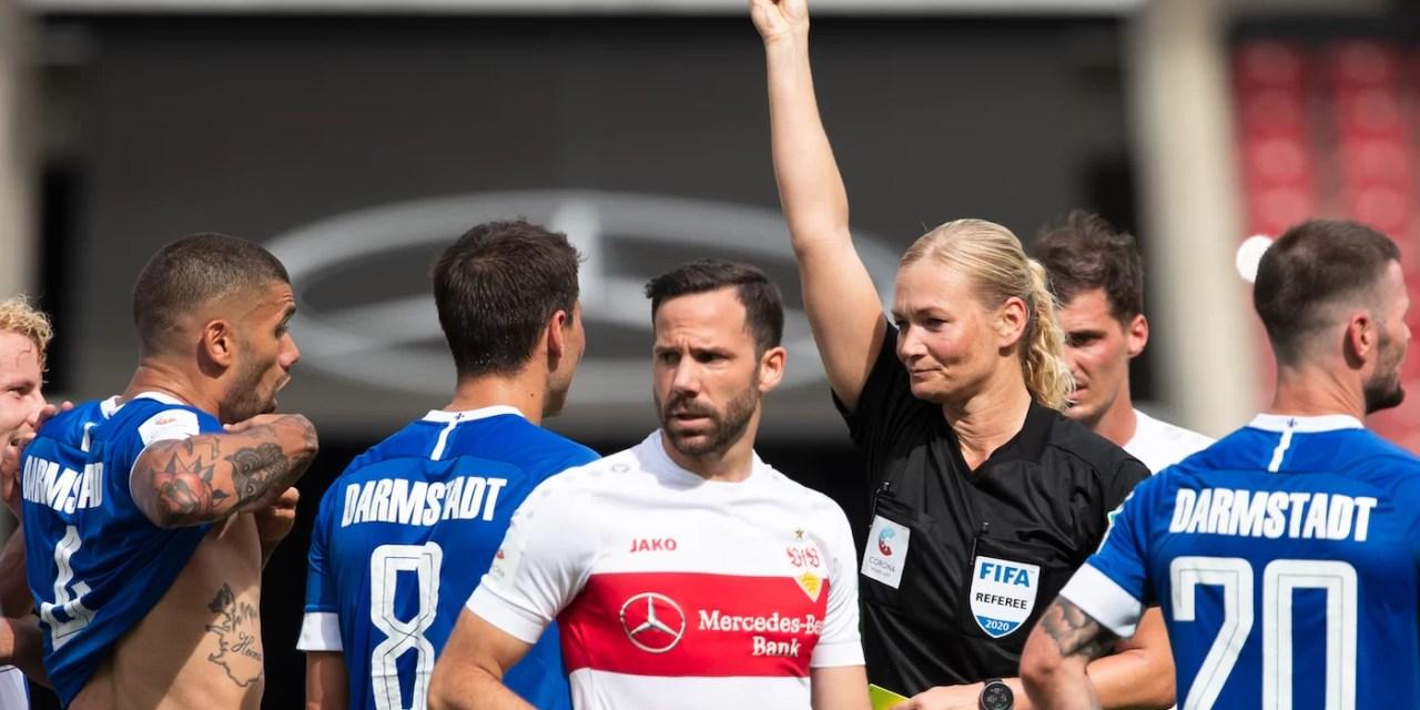 Nueve mujeres famosas reclaman cuota femenina en fútbol alemán