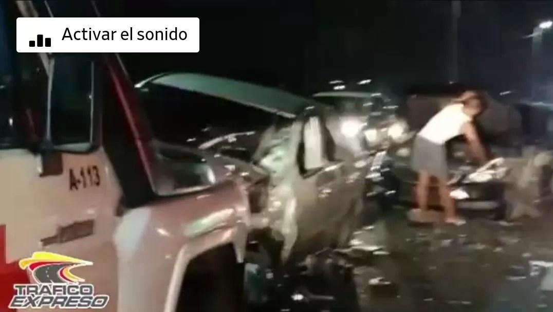 Video – Accidente de tránsito múltiple en el puente de la 17
