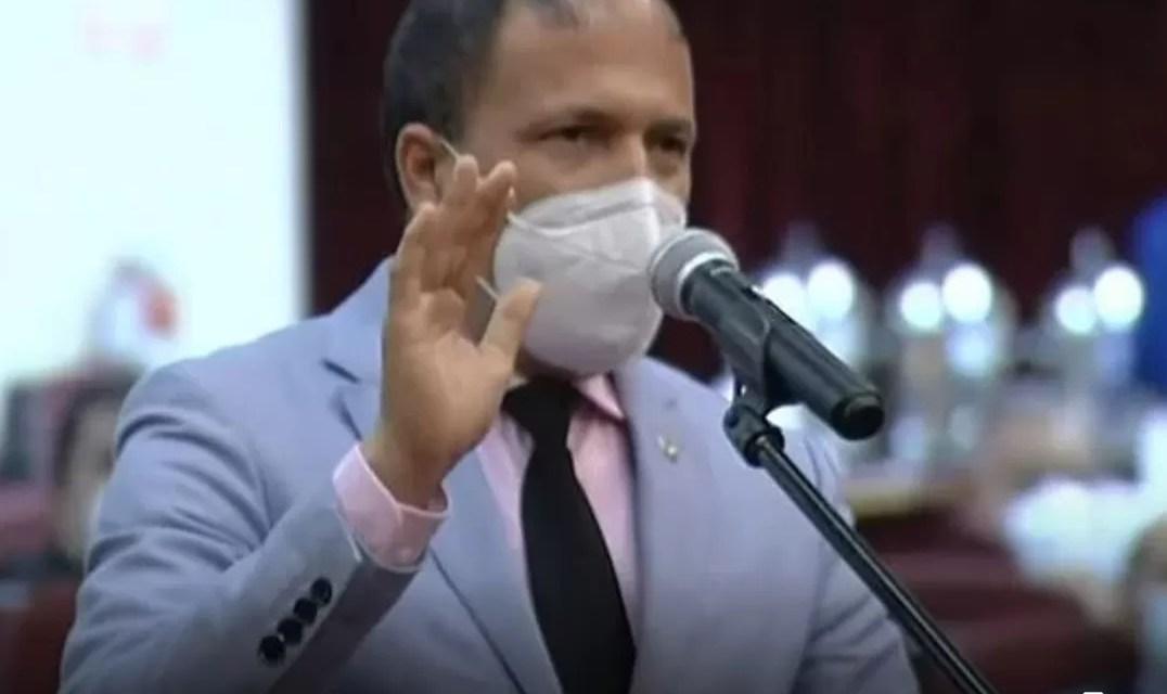 Diputado anuncia que tiene covid-19 en plena sesión en el Congreso