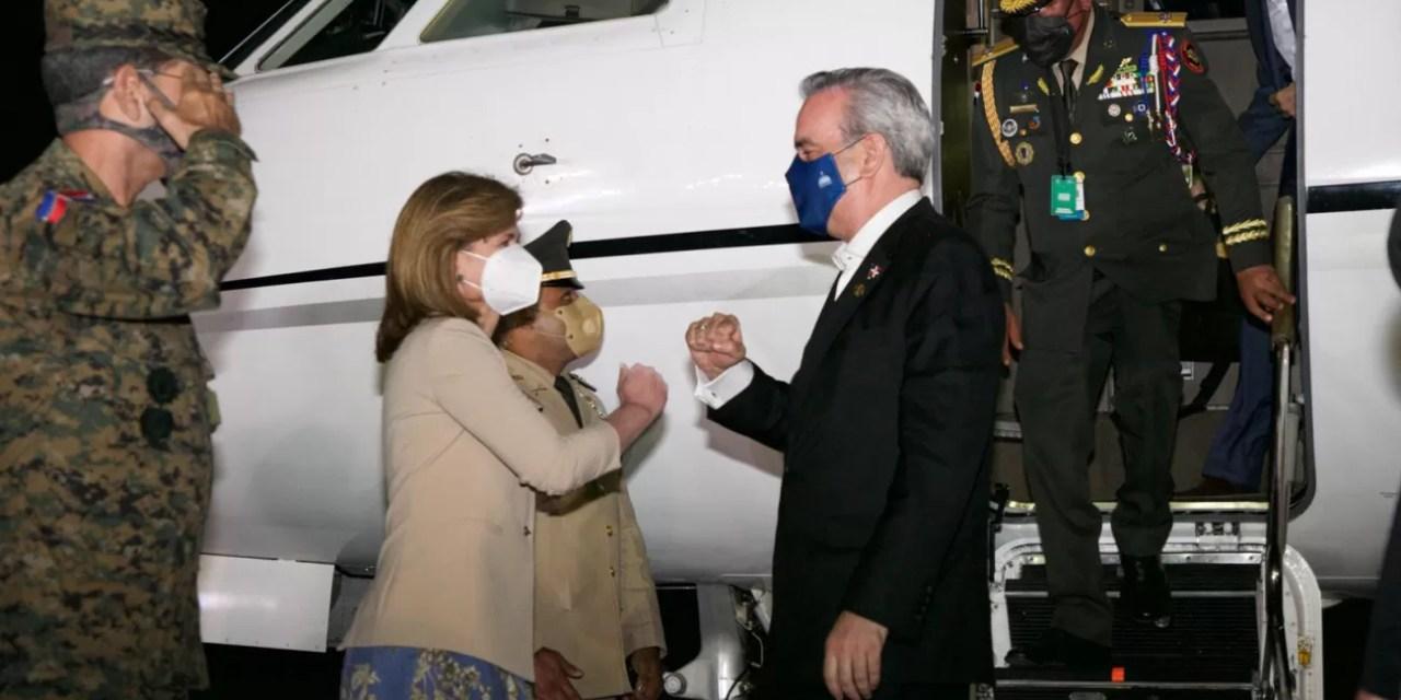 Abinader regresa al país tras asistir a toma de posesión en Ecuador