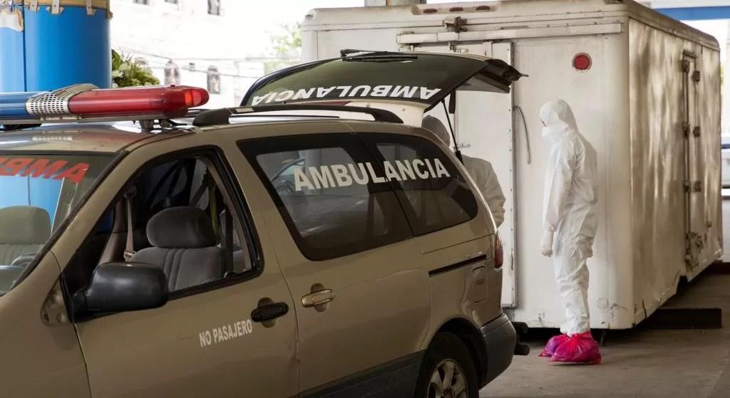 Refrigerador funciona como morgue para covid-19 en Hospital Luis Eduardo Aybar