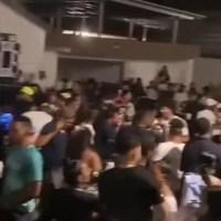 """Video - El """"teteo-privity"""" dentro de una cabaña de Santiago"""