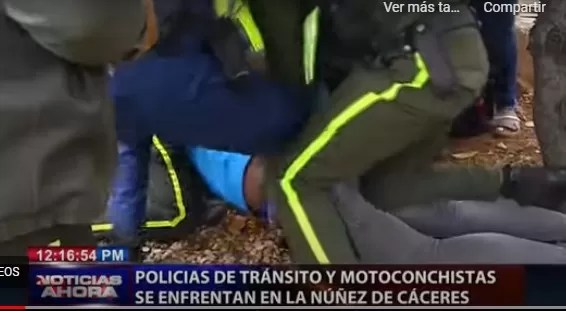 Video- Policías de tránsito vs motoristas en la Núñez