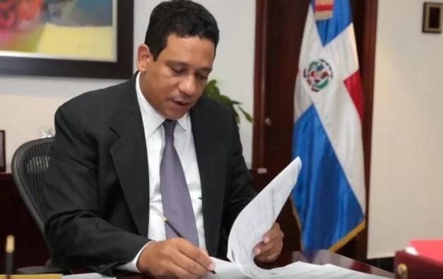 """Director de la DGCP: """"No cancelaré la compra de dos vehículos por RD$6.4 millones"""""""